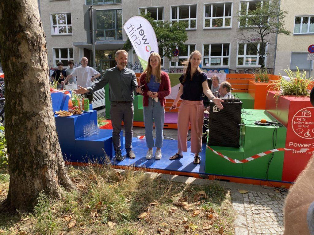 Eröffnung Straßen-Begegnungsstätte Gudvanger Straße gegenüber der Wilhelm von Humboldt-Schule